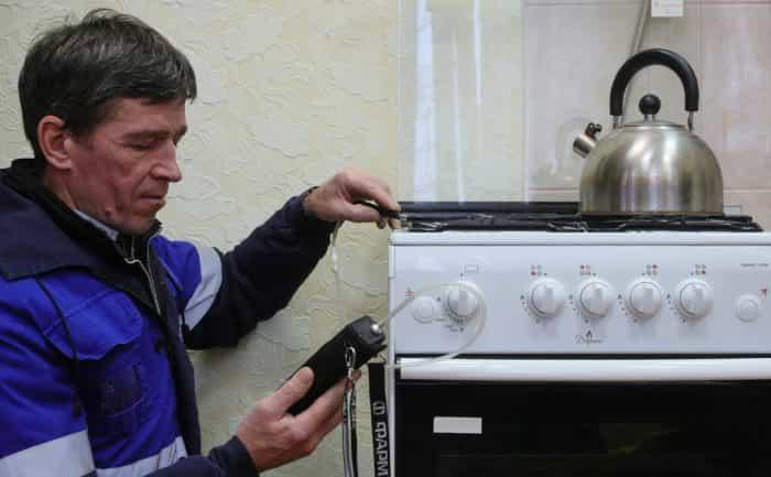 Установка газовой плиты для пользования на кухне в бытовых целях
